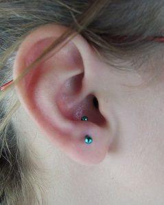 piercing anti tragus 2 239x300