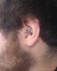 piercing hombre tragus 1
