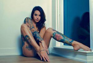 tatuajes atrevidos tattoo intimos para mujeres 1 300x205