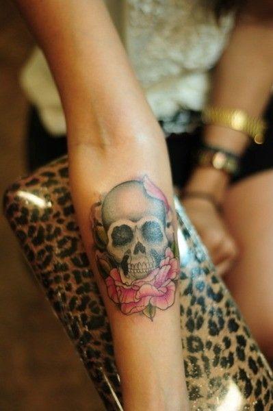 tatuajes calaveras con rosas 1 150x150
