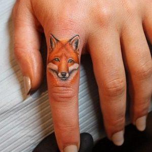 tatuajes de animales en los dedos 5 300x300