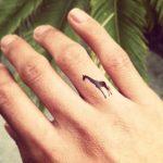 tatuajes de animales en los dedos 6 150x150