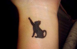 tatuajes de gatos en la muñeca gatitos 1 300x190