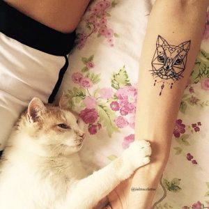 tatuajes de gatos para hombres felinos 22 300x300