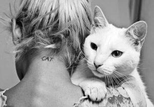 tatuajes de gatos para mujeres mascotas 23 300x209