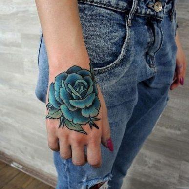 tatuajes-de-rosas-azules-3