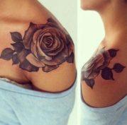 tatuajes-de-rosas-en-el-hombro-1