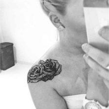 tatuajes-de-rosas-en-el-hombro-3