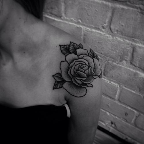 tatuajes de rosas en el hombro 4 - tatuajes de rosas