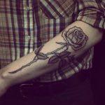 tatuajes de rosas para hombres 3 150x150