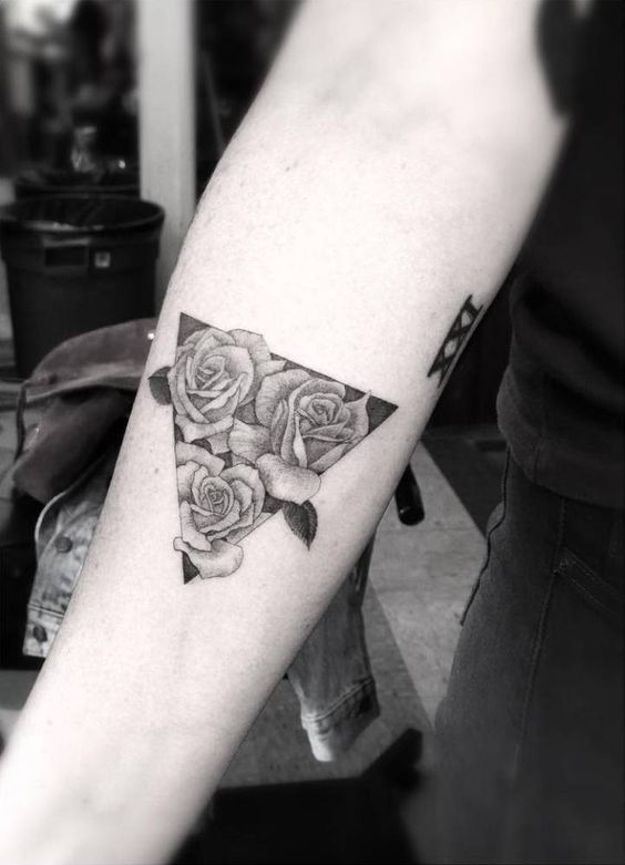 tatuajes de rosas pequeñas 6