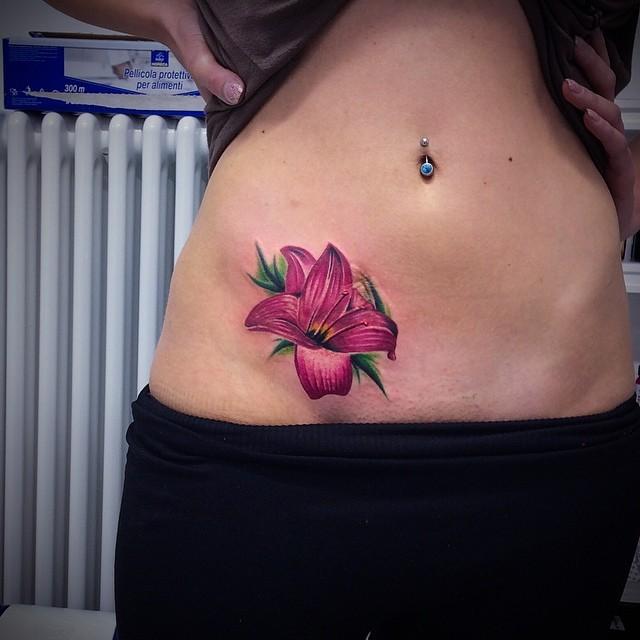 tatuajes en la caderas tatuajes intimos 4