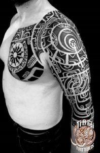 tatuajes maories en el brazo polinesios tattoo 1 197x300