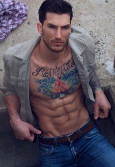 tatuajes-de-famosos-Adam-Von-Rothfelder