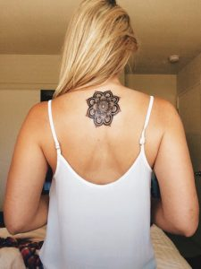 tatuajes mandalas espalda 1 225x300