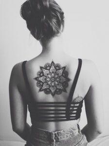 tatuajes mandalas espalda 3 224x300