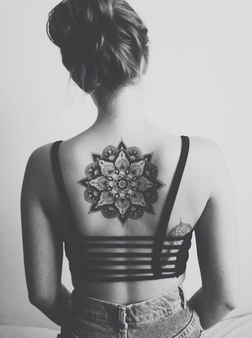 tatuajes mandalas espalda 3