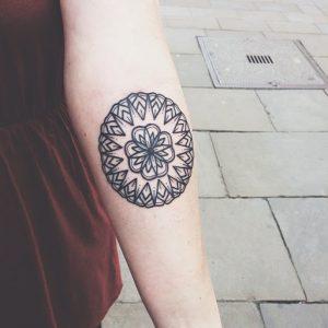 tatuajes mandalas hombro brazo 6 300x300