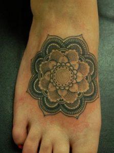 tatuajes mandalas pie 2 223x300