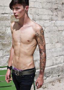 tatuajes para hombres hombres flacos delgados 2 212x300
