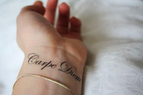 tatuajes carpe diem muñeca 2