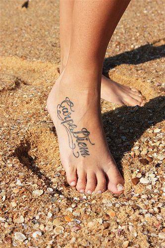 tatuajes carpe diem pies 2