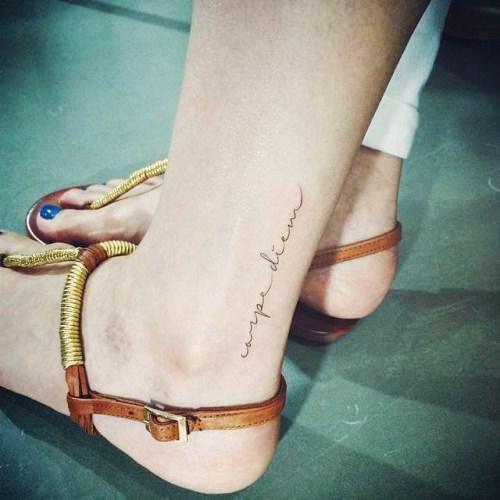 tatuajes carpe diem pies 3