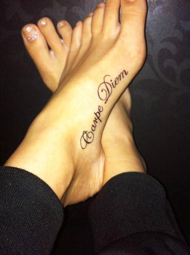 tatuajes carpe diem pies 4