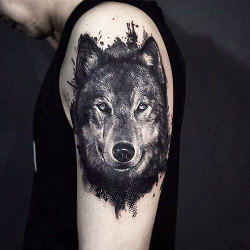 tatuajes de lobos en el brazo