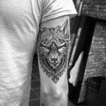 tatuajes de lobos en el antebrazo