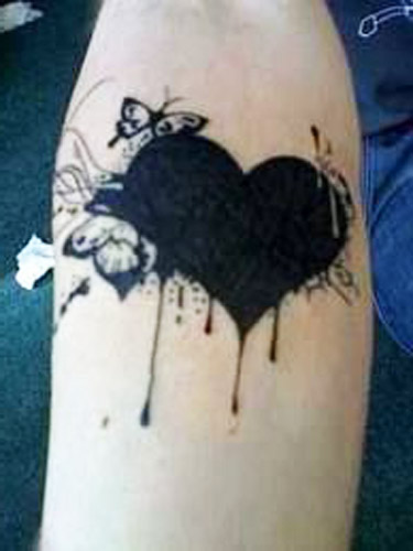 tattoo corazones negros 1 - tatuajes de corazones