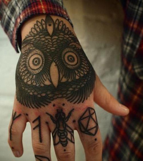 tatuaje buho mano