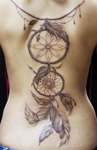 tatuajes atrapasueños espalda 5