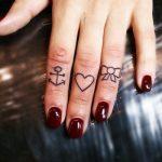 tatuajes corazones dedos manos 1 150x150