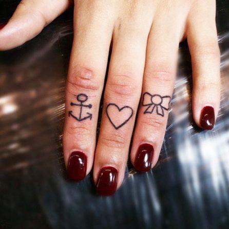 tatuajes-corazones-dedos-manos (1)