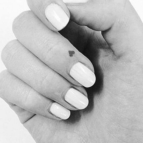 tatuajes corazones dedos manos 3 - tatuajes de corazones