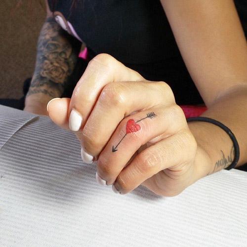 tatuajes corazones dedos manos 5 - tatuajes de corazones