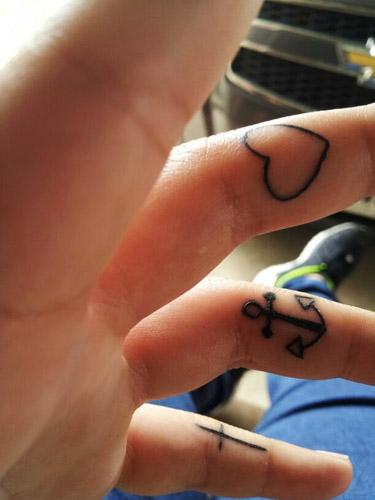 tatuajes-corazones-dedos-manos (6)