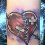tatuajes corazones rotos apuñalados 4 150x150