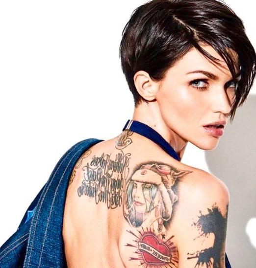 Colección De Mujeres Con Tatuajes íntimos Top