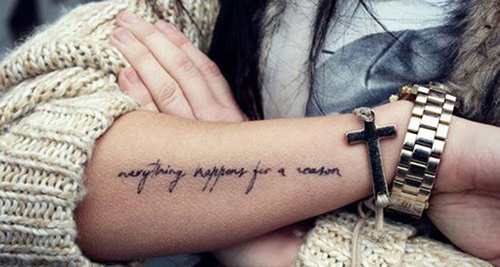 frases tatuajes mujeres brazos pie significado castellano 7