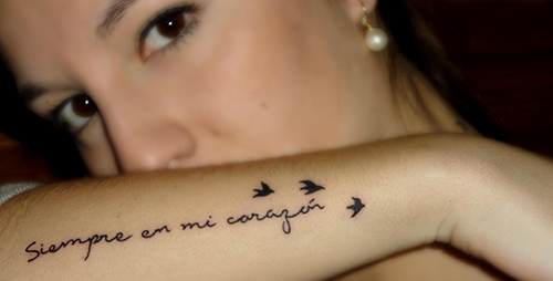 frases tatuajes mujeres brazos pie significado castellano 8
