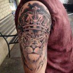 tattoo leones corona 1 150x150