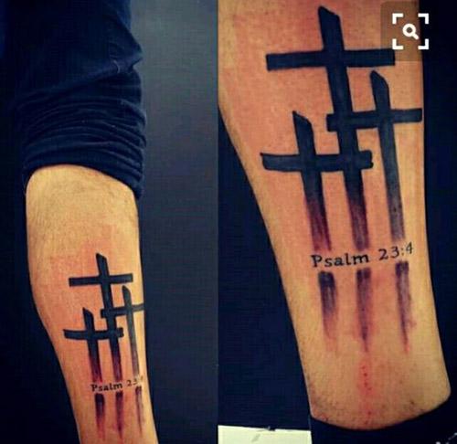 tatuaje cruz calvario