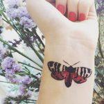 tatuajes con mariposas muñeca pequeño 3 150x150