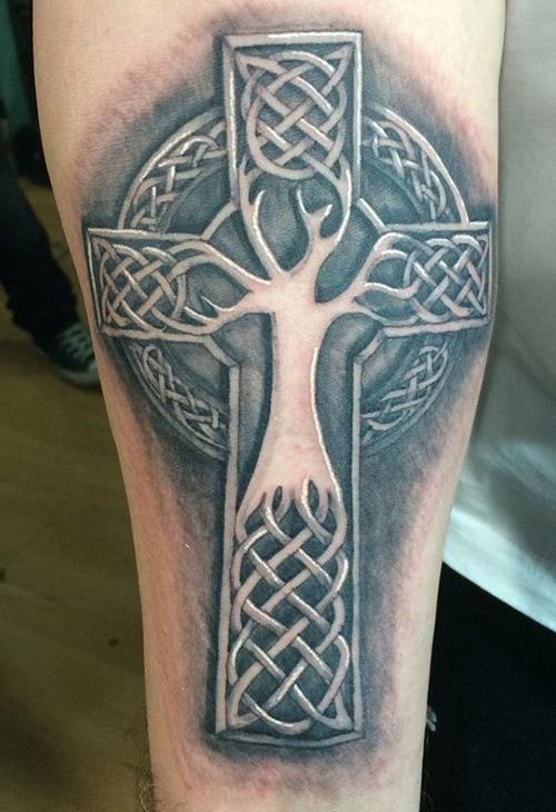 ▷54 Tatuajes de Cruces impresionantes y sus Significados