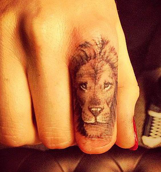 tatuajes leon dedo pequeños 2