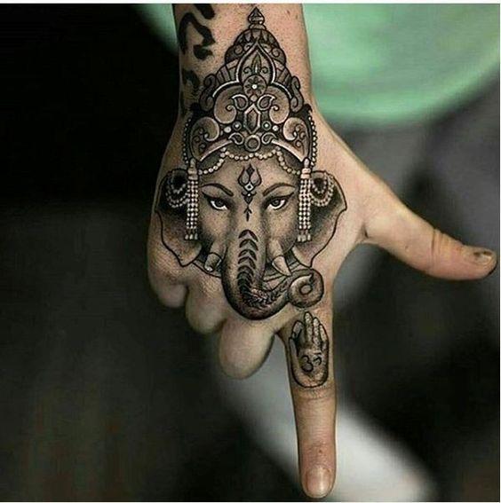 de elefantes en la mano 1 - tatuajes de elefantes