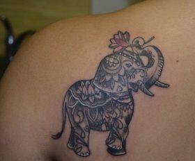 elefantes mandala 3 - tatuajes de elefantes