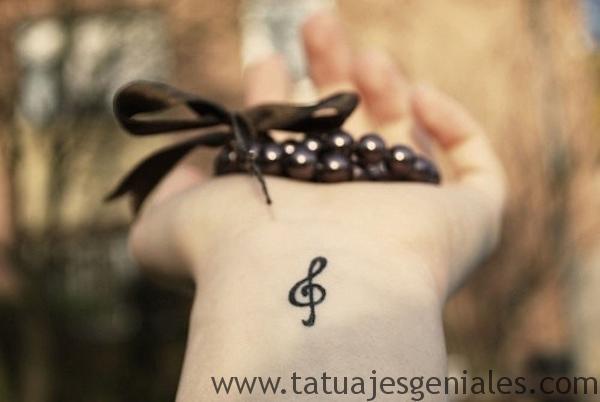 tattoo pequeño muñeca 5 -
